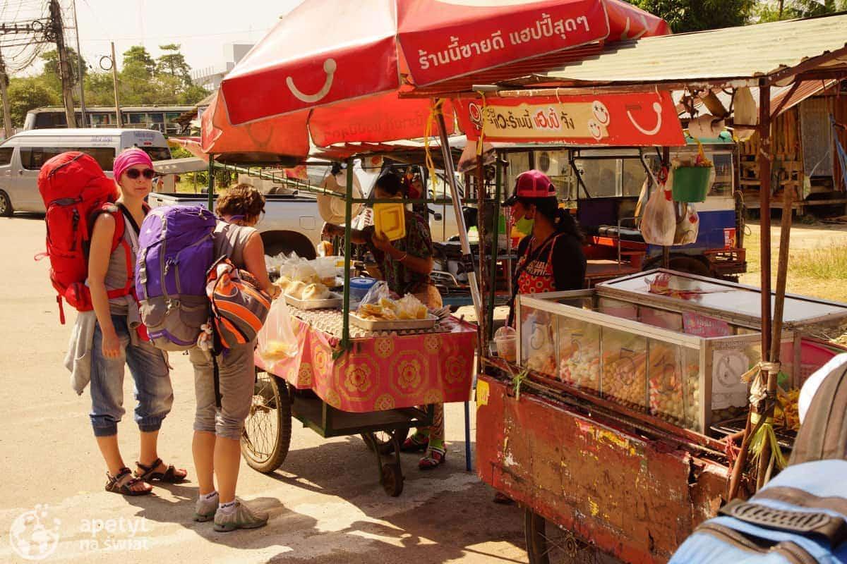 Kramy zjedzeniem nagranicy Tajlandii iKambodży