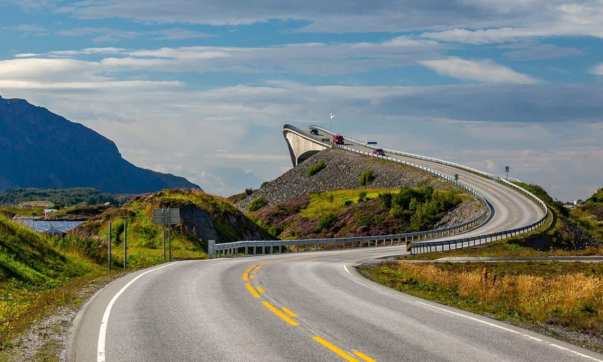 Wykręcony most na Drodze Atlantyckiej.
