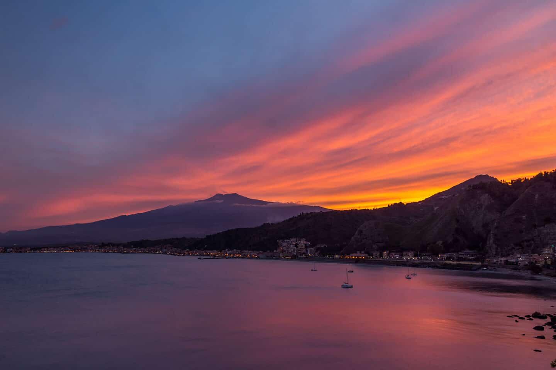 Sycylia - zachód słońca nad Etną