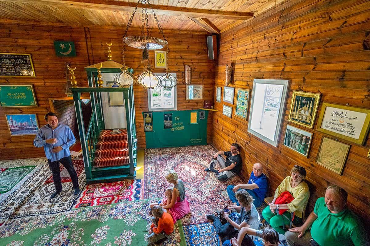 Wnętrze meczetu w Kruszynianach - opowieść przewodnika