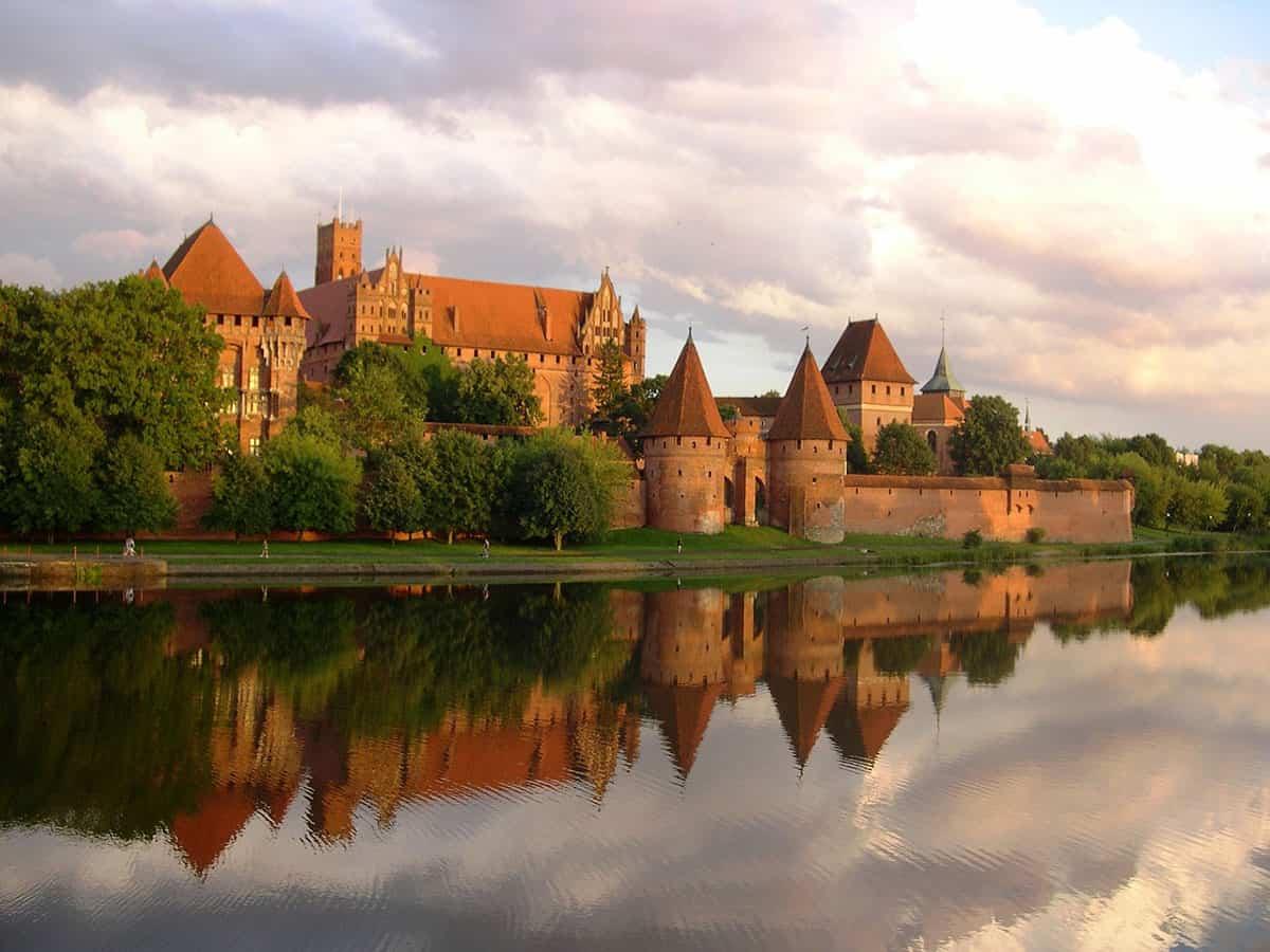 Zamek w Malborku widziany z drugiej strony Nogatu
