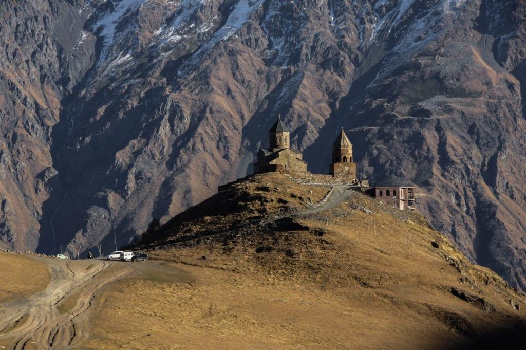Monumentalny widok wGruzińskich górach