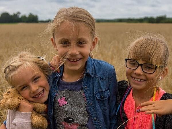 Dziewczynki w zbożu