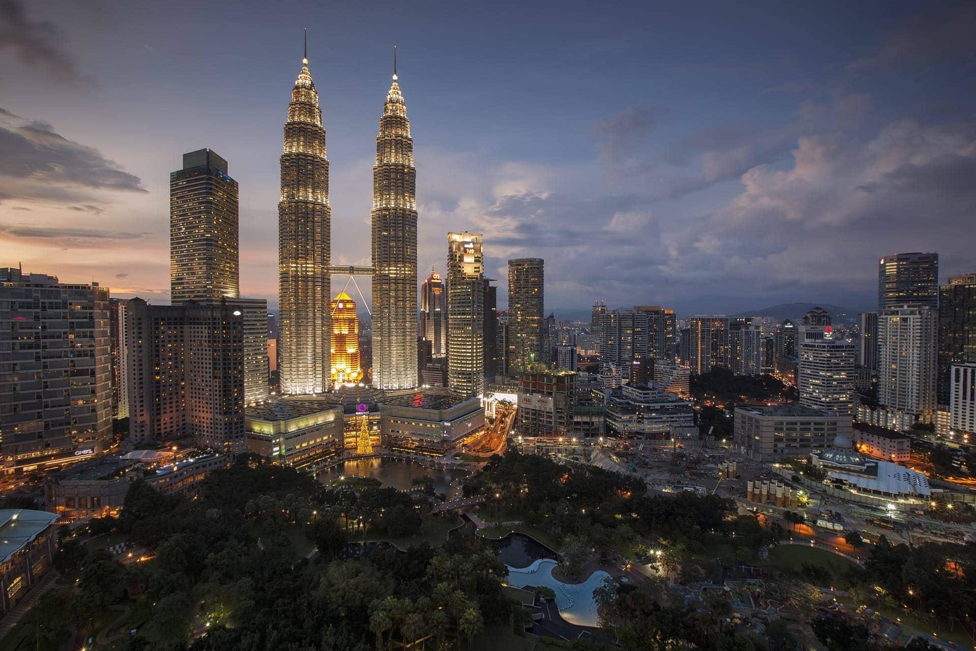 Nocna panorama Kuala Lumpur wMalezji