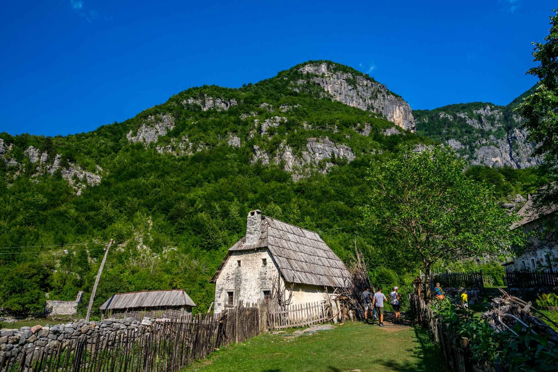 Wioska Theth wAlbanii, Góry Przeklęte