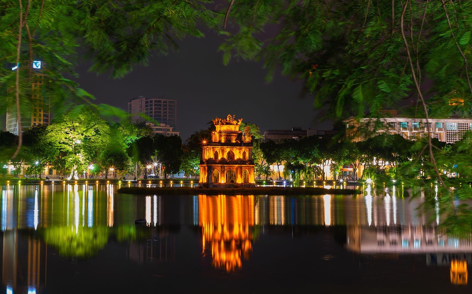 Jezioro Hoan Kiem wHanoi, Wietnam