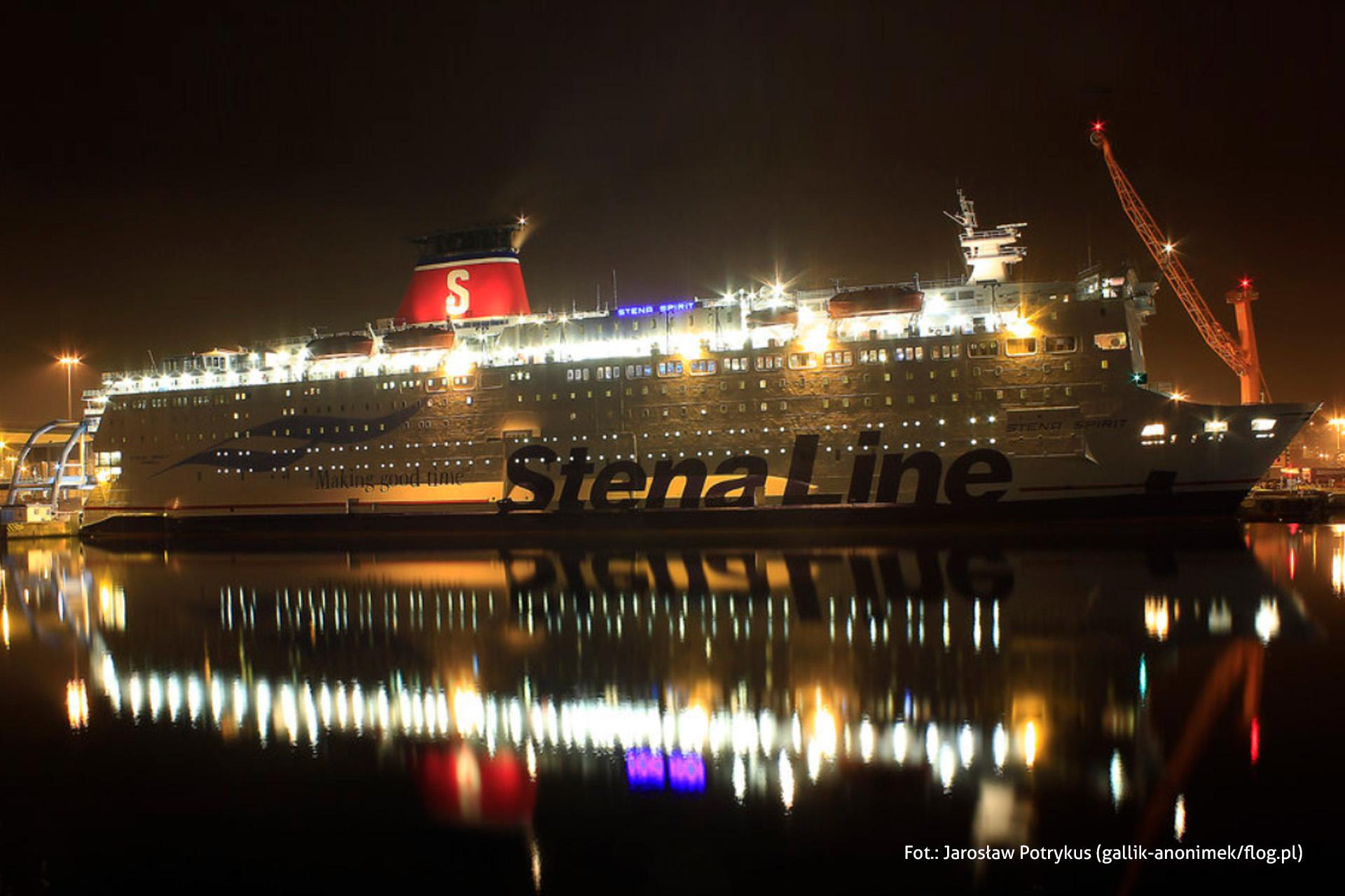 Prom Stena Line wporcie, noc, oświetlony statek