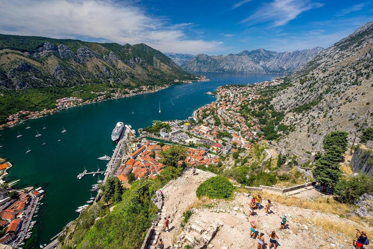 Czarnogóra - widok naZatokę Kotorską iKotor