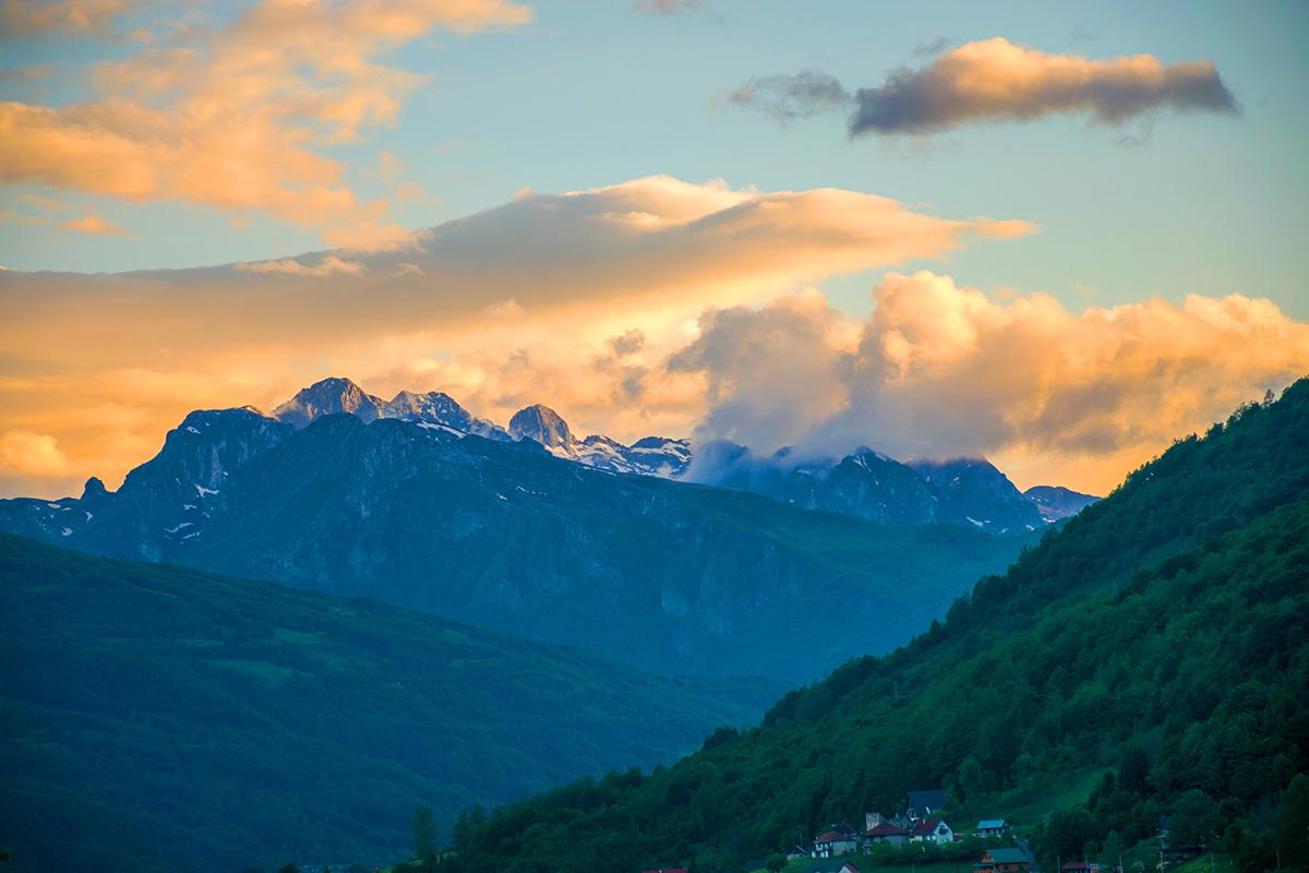 Czarnogóra - zachód słońca nadProkletije