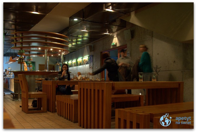 Wnętrze firmowego pubu wbrowarze Lech wPoznaniu
