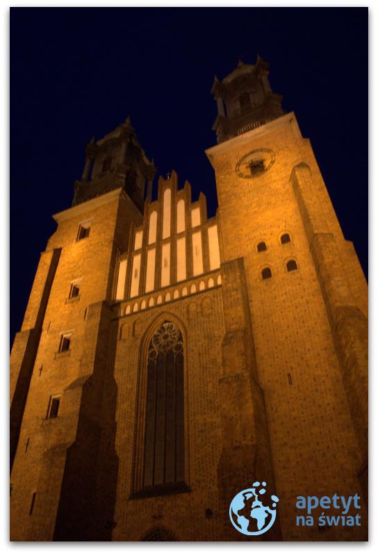 Nocne zwiedzanie Poznania, ceglany kościół
